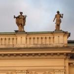 Två av de fyra gudabilderna på mitten av Stadshotellet i Karlskrona (tyvärr skymda från gatan)